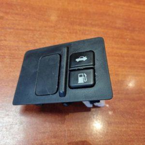 Lexus IS II csomagtérajtó és tanksapka nyitó