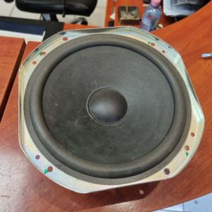 Jaguár XF mélynyomó hangszóró